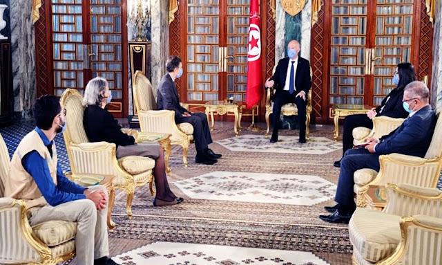 قيس سعيد يشيد بمجهودات الهلال الأحمر التونسي في مجابهة فيروس كورونا