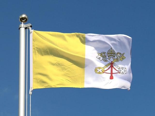 ::+:: L'histoire derrière les deux clés du drapeau du Vatican