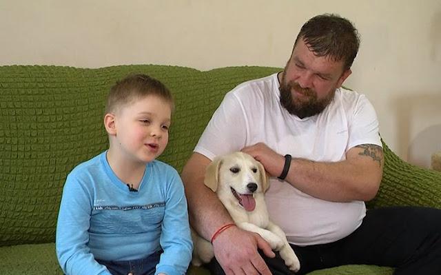 Мальчик, которому всего 6 лет вместе с папой спасли уже более сотни брошенных животных