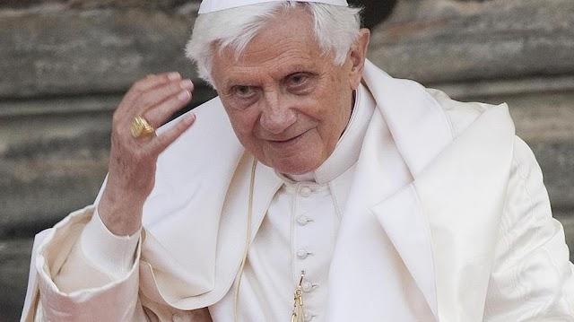 """Benedek pápa életrajzi könyvében tálalt ki: """"El akartak hallgattatni"""""""