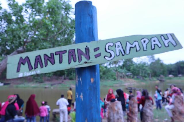 Foto Mantan adalah sampah