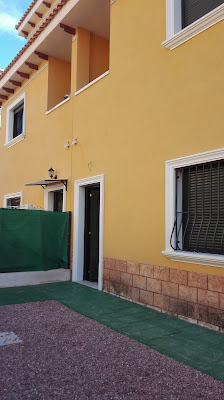 Pareado de 3 dormitorios,con parcela trasera y parking frontal