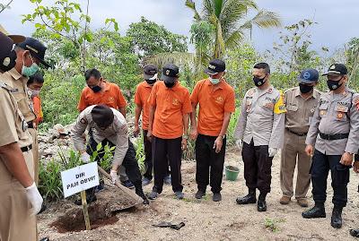 Polda DIY Bersama Unsur Tiga Pilar Bakti Sosial Bagikan Bibit Tanaman Di Bukit Pangul Permai Bambanglipuro