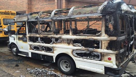 Autobús quemado del ministerio Ejército de Salvación