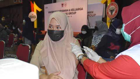 PT Semen Padang Lanjutkan Vaksinasi Gelombang Ketiga