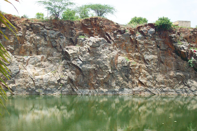 Kandigai Quarry Swimming Pool