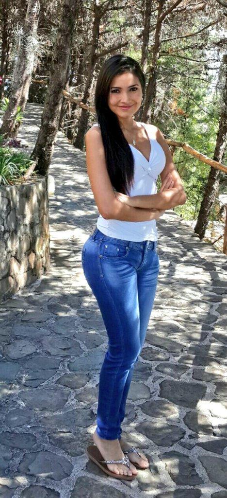 Colombiana embarazada goza un dildo en su chocho caliente - 2 part 5