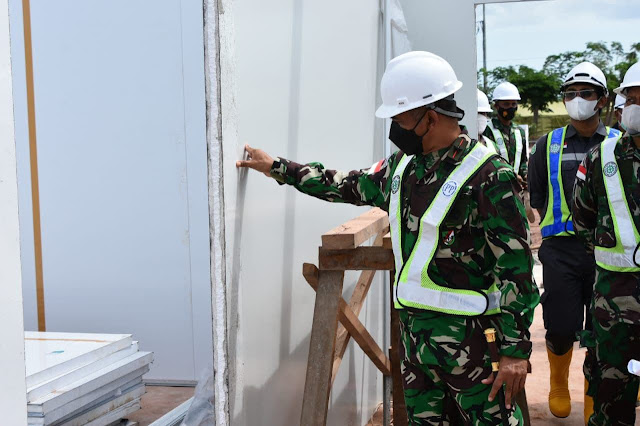 Bangun Nawoko Tinjau Pembangunan Rumah Sakit Mudular untuk PON XX 2021 di Merauke.lelemuku.com.jpg