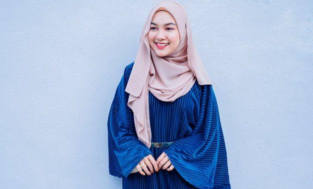 5. Hijab Dark Blue