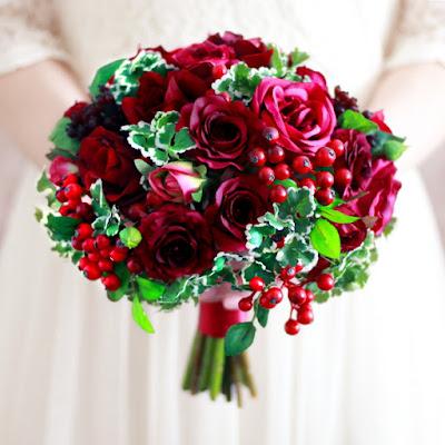 ローズとフレッシュベリーのブーケ(赤)-ウェディングブーケと花髪飾りairaka
