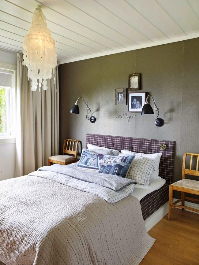Mieszkanie w skandynawskim stylu z dodatkami vintage, wystrój wnętrz, wnętrza, urządzanie domu, dekoracje wnętrz, aranżacja wnętrz, inspiracje wnętrz,interior design , dom i wnętrze, aranżacja mieszkania, modne wnętrza, białe wnętrza, styl skandynawski, vintage, starocia, sypialnia, łóżko