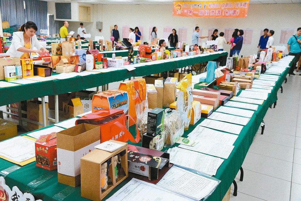 不斷更新-2017台灣燈會在雲林!! 燈會主題 「友善大地、燈會原鄉」可以參與投票,選出在台灣燈會心中最想買的紀念品和伴手禮