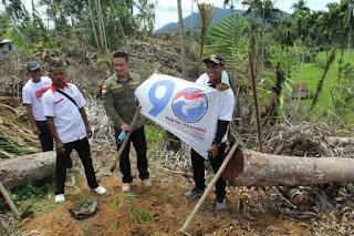 Guntur Simamora Bersama Oloan Nababan Tabur Benih Ikan dan Tanam Pohon Durian di Pakkat