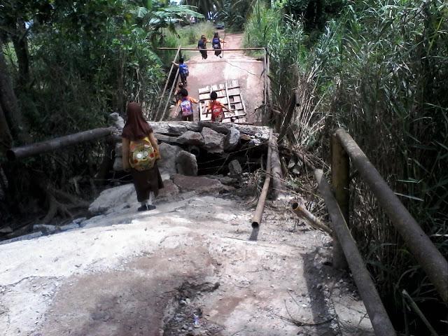 Dua Jembatan di Kecamatan Rantau Panjang Rusak