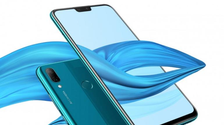 In China,Fake Huawei Smartphone Seized and Workshop Arrested