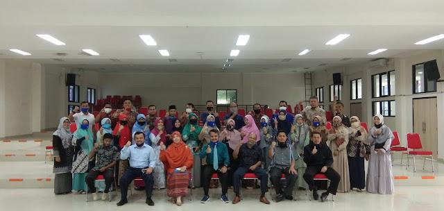 Foto Bersama dengan Dekan Baru Fakultas Ekonomi dan Bisnis Islam