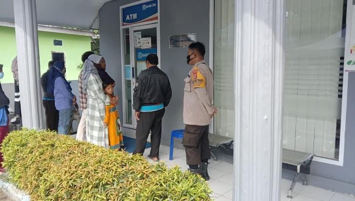 Amankan Obyek Vital Bank BRI, Personil Polsek Galsel Himbau Warga Patuhi Prokes