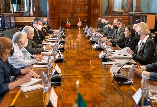 Concluye encuentro entre presidente de México y vicepresidenta de Estados Unidos