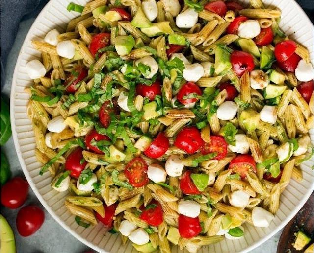 Vegan Avocado Caprese Pasta Salad #vegan #healthy