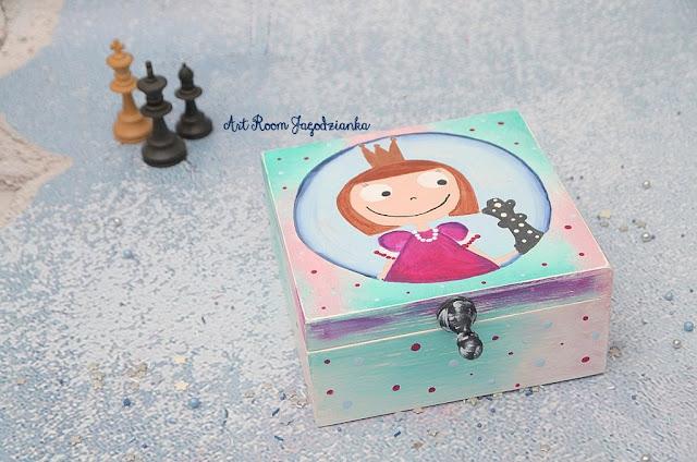 {z cyklu} SZACHY NIE Z TEJ BAJKI: pudełko szachowej księżniczki