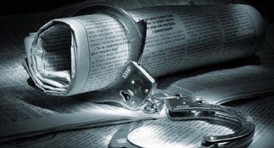Зеленский поручил правительству разработать систему цензуры СМИ
