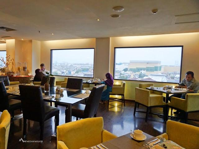 Pengalaman Staycation di Hotel Radisson Medan