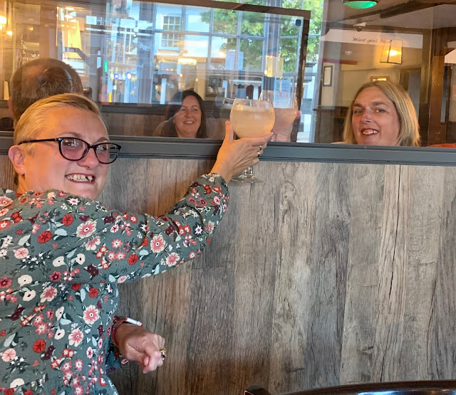 madmumof7 behind socially distanced barrier with friends in pub