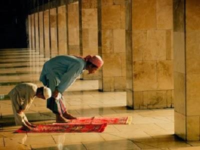 Keajaiban Shalat Dhuha Memperlancar Rezeki (ilustrasi)