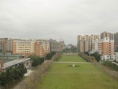 国立台北大学図書館からの三峡キャンパスの眺めの写真
