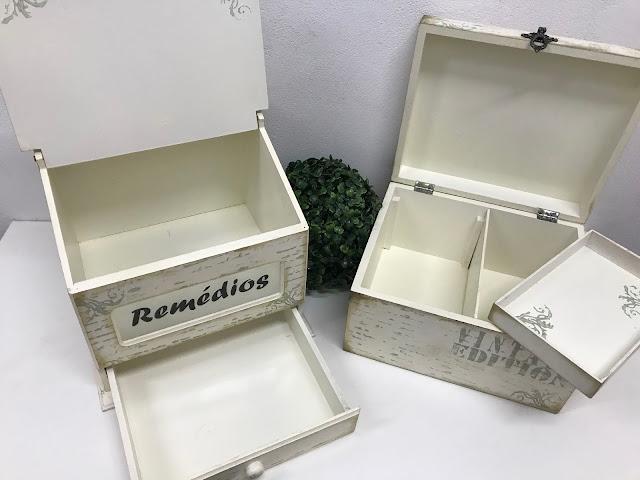 Caixa para Remédios com Gavetinha e Vidro Jateado e Caixa Multiuso Abertas
