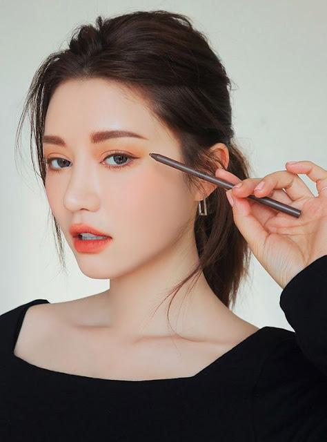 O estilo k-pop está cada vez aumentando e muitas pessoas querem dicas e truques que as coreanas usam para deixar a pele tão limpa e a make tão linda. São dicas simples que fazendo no dia a dia vão te ajudar a ficar com a pele e maquiagem igual a das coreanas.