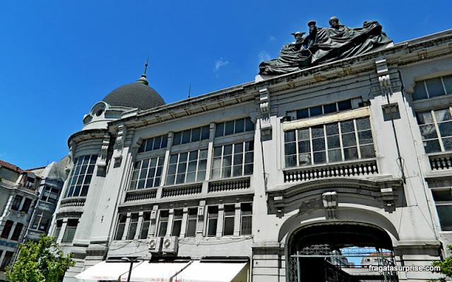 Fachada do Mercado do Bolhão, Porto, Portugal