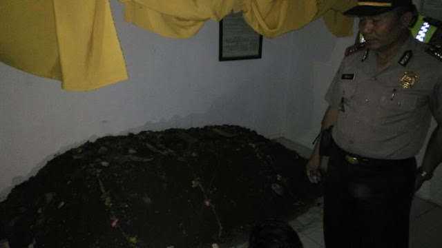 Sidoarjo Gempar, Mayat Sengaja Dikubur Di Ruang Tamu