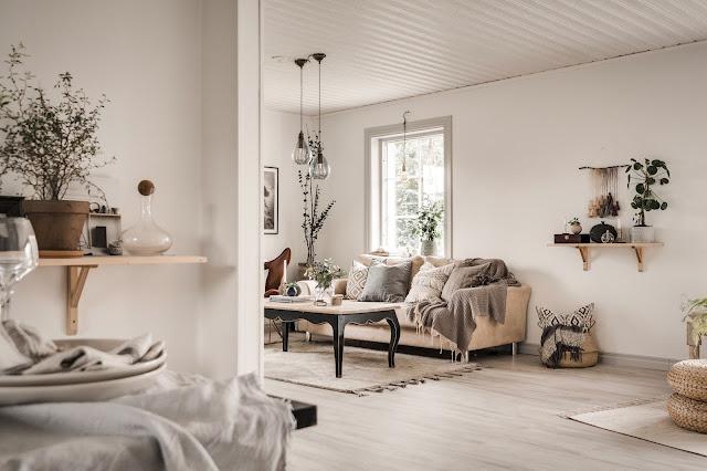 Textile și culori naturale în amenajarea rustică a unei case din Suedia