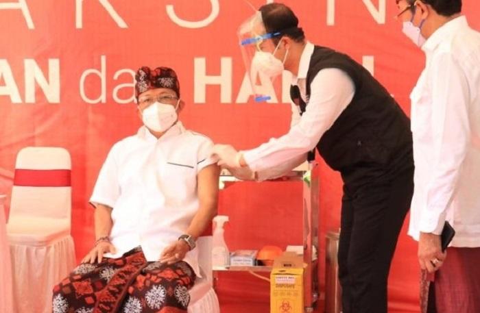 Disuntik Vaksin Covid-19, Gubernur Koster: Presiden Jokowi Berikan Teladan kepada Masyarakat