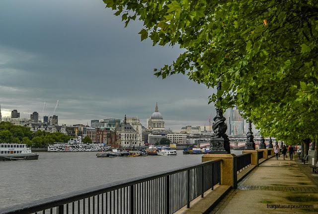 South Bank, às margens do Rio Tâmisa, em Londres