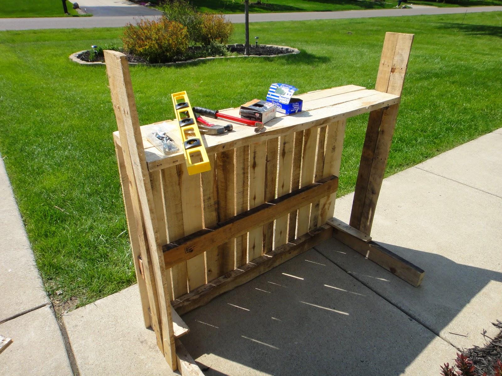 Pallet Wood Lemonade Stand