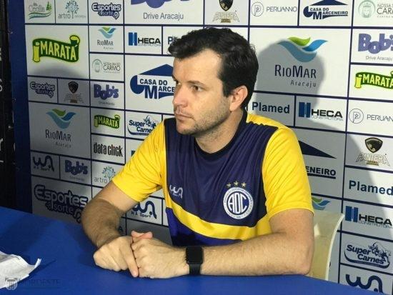 O técnico Daniel Paulista