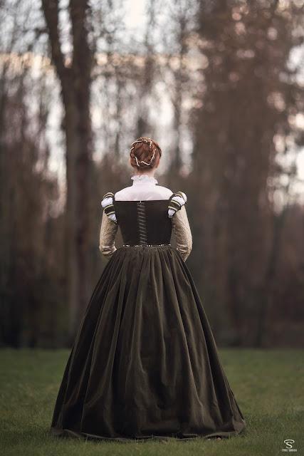 1560 renaissance gown