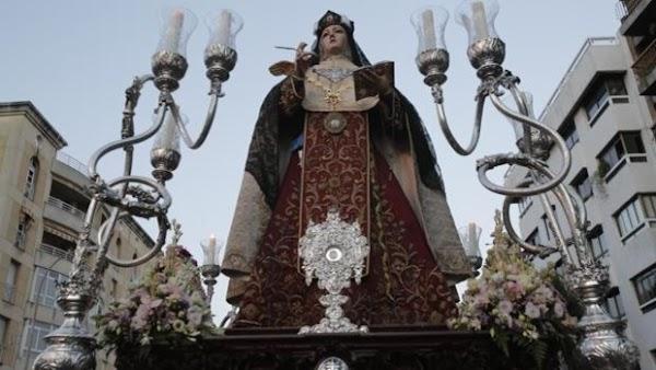 El Carmen de San Cayetano de Córdoba ultima los candelabros del paso de Santa Teresa y el Niño Jesús
