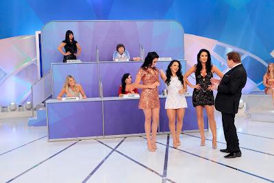 Rafaelly, Rafinha e Helen são chamadas por Silvio (Crédito: Lourival Ribeiro/SBT)