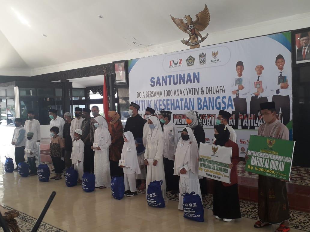 Baznas Bersama FOZ Lumajang Santuni 1.000 Anak Yatim dan Duafa