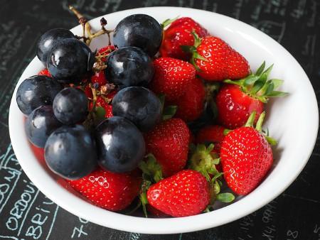 Uva y fresas