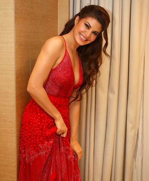 jacqueline-fernandes-shares-very-bold-pictures-from-the-bedroom