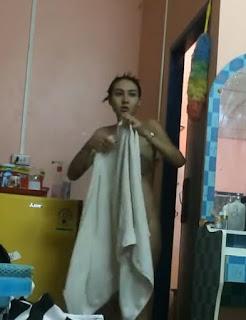 แอบถ่ายพี่สาวนมโต พึ่งอาบน้ำเสร็จ