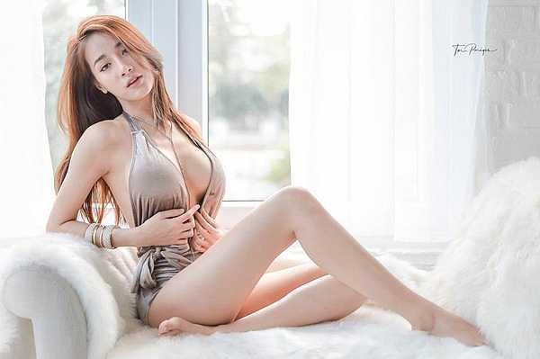 Khuôn ngực hờ hững của người đẹp Thái Lan khiến phái mạnh khao khát