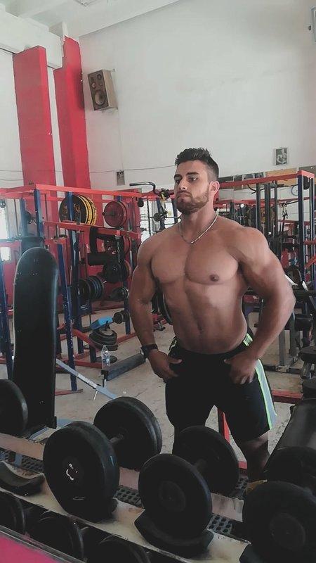 macho de gym  gay