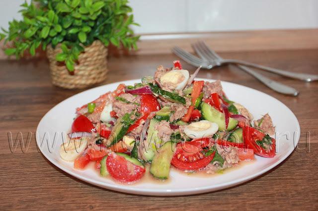 рецепт салата с тунцом, овощами и перепелиными яйцами с пошаговыми фото