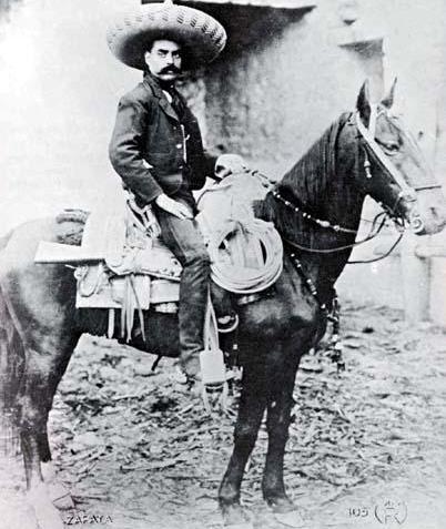 Foto de Emiliano Zapata montado a caballo
