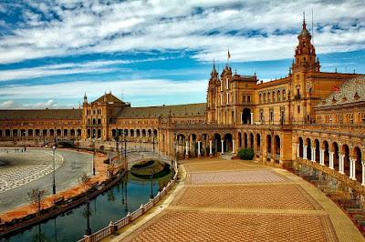 E Agora Para Algo Completamente Diferente: Analise Crítica/Turística a Sevilha (Espanha)